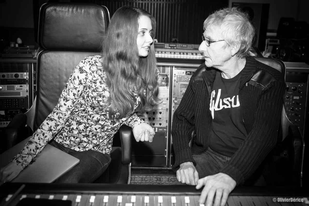 """""""Quelle est la différence entre un chanteur et un terroriste ? Il y a un espoir de pouvoir négocier avec un terroriste."""" 🤝😂🌷  #DominiqueMartin #musique #ep #son #cd #disque #nemedispas #chanson #folk #mix #partage #console #ssl #photo #enregistrement #alix"""