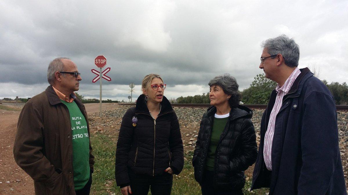 Reivindicamos un ferrocarril q permita el desarrollo y ese no es el AVE @JoaquinMaciasIU @MEugeniaRPalop @AmparoBotejara en #Llerena