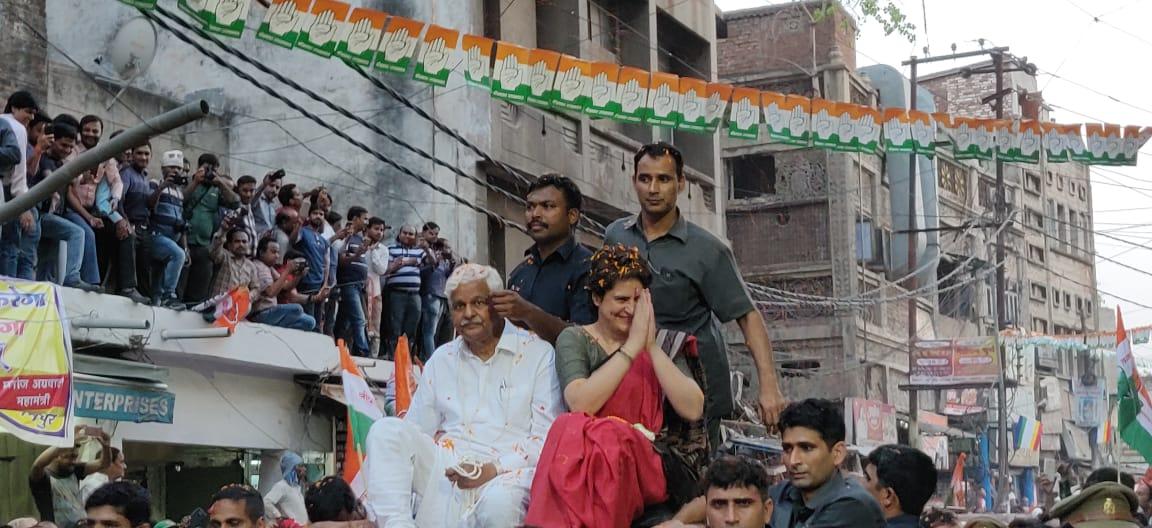 Amazing energy at @priyankagandhi ji's roadshow in Kanpur -