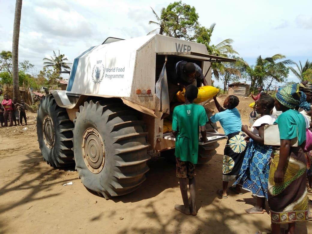 One month on, people are still suffering the effects of #CycloneIdai. Want to join our team in #Mozambique & help WFP support the recovery? 5 urgent vacancies are waiting to be filled:  👩💻 Consultant - Head of Field Office: http://bit.ly/2VdzAj4