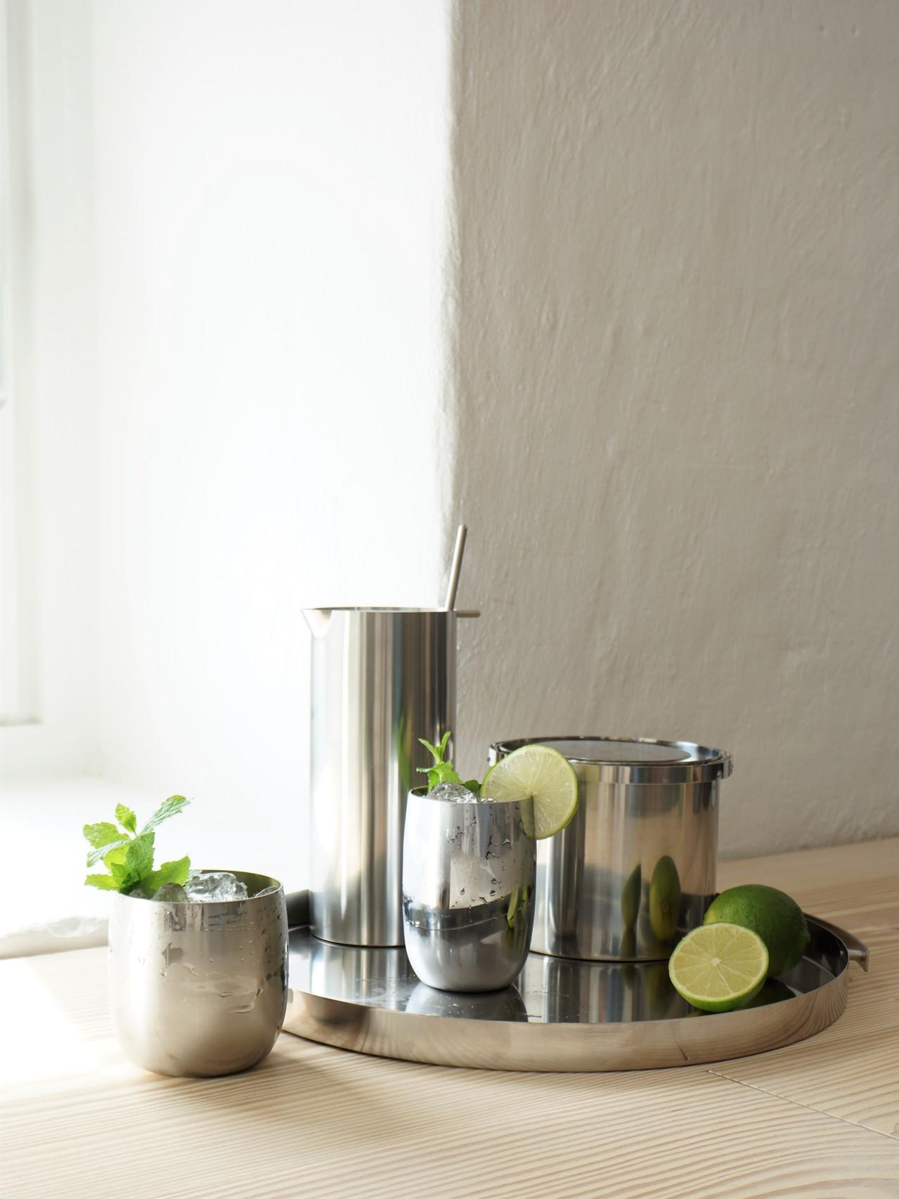 Picture of: Stelton On Twitter Cocktail Time Steltondesign Stelton Friday Fridayfeeling Drinkstime Drinks Homebar Hjemmebar Cocktailtime Cocktailtid Fredag Fridayfun Party Steelcups Icebucket Martinimixer Isspand Hjemmebar Https T Co