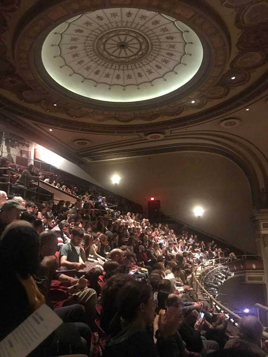 1400 people packed a theatre in Boston last night. Wasn&#39;t for Mayor Pete -- it was for @sunrisemvmt, and the Green New Deal. Will never cease to amaze me that just a few years ago, all the smart people had decided nobody actually cares about climate change. <br>http://pic.twitter.com/JUEqvgvmTV