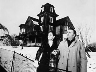 She's gone to be with Ed now, RIP Lorraine Warren #lorrainewarren #edwarren #thewarrens #theconjuring #annabelle #theamityvillehorror #newenglandsocietyforpsychicresearch #nespr #paranormal #paranormalinvestigators