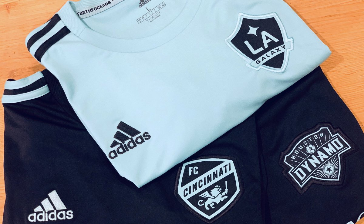 🌊 Hey @fccincinnati @LAGalaxy & @HoustonDynamo fans! Suit up in your team's #adidasParley jersey! 🌊  Retweet THIS TWEET and follow @MLSWORKS for a chance to win one. Contest runs 24 hours: http://soc.cr/fMBA50pGW88   #GreenerGoals