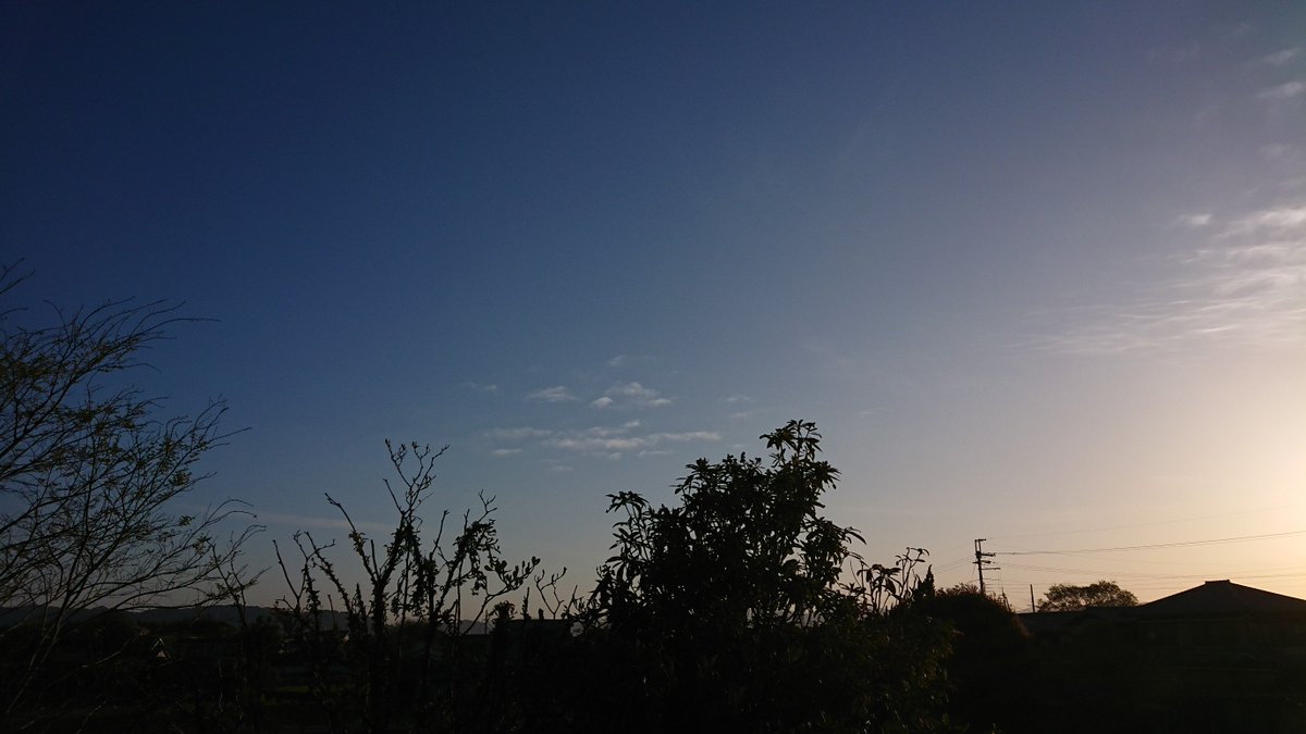 おはようございます(-_ゞ #イマソラ #goodmorning #fineday #chillymorning #sunrise #daybreak #dawn #thermometer #hygrometer #xperia #xperiaxzs #so03j  https://www.instagram.com/p/Bwc4nCghdsE/?utm_source=ig_share_sheet&igshid=ui76fmcyqa0w …