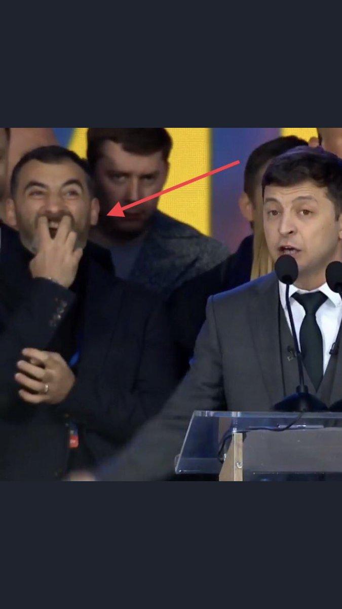Артист Кошевой стоял на дебатах за спиной Зеленского в одежде фирмы POHUY - Цензор.НЕТ 9585