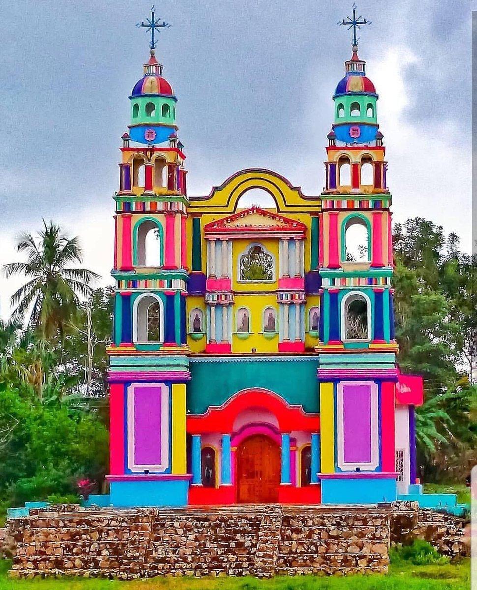 La colorida fachada de la iglesia del Señor de Tila.
