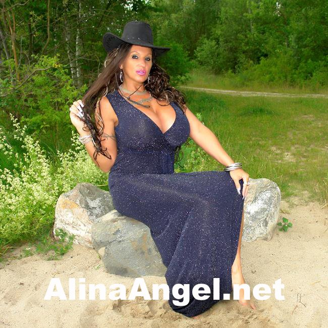 Come and play with me! https://AlinaAngel.net  #body #dekolleté #fakeboobs #goodnight #swag #perfectbody #hothothot #livenow #gorgeousgirl #camsex