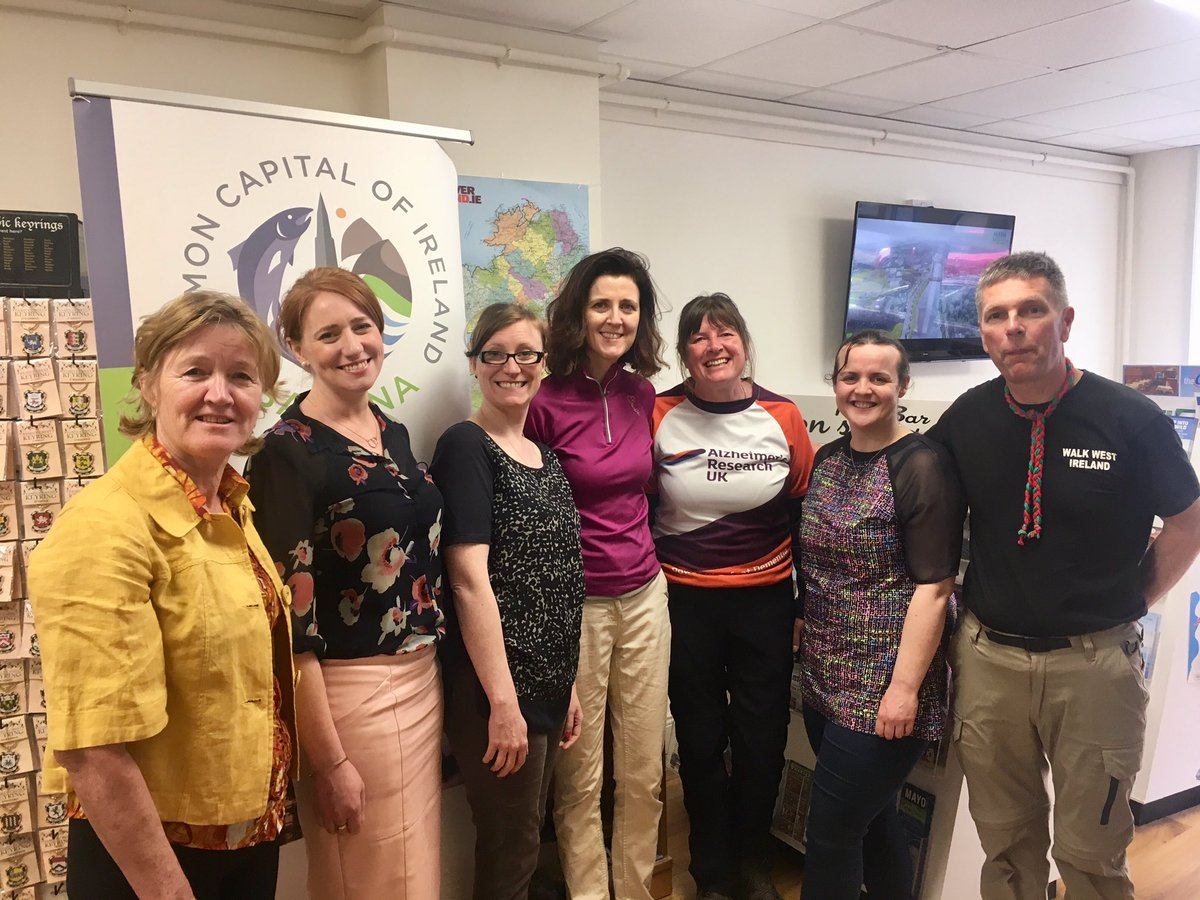 Lovely to welcome KarenPenny @Thepennyrollson to Ballina who is walking around coast of Ireland & Britain to raise funds for Alzheimer's and raise awareness. Well done Ballina Tourist Office @MayoNorth for hosting ☘☘Céad Míle Fáilte☘☘ #loveballina https://tinyurl.com/y4659ryt
