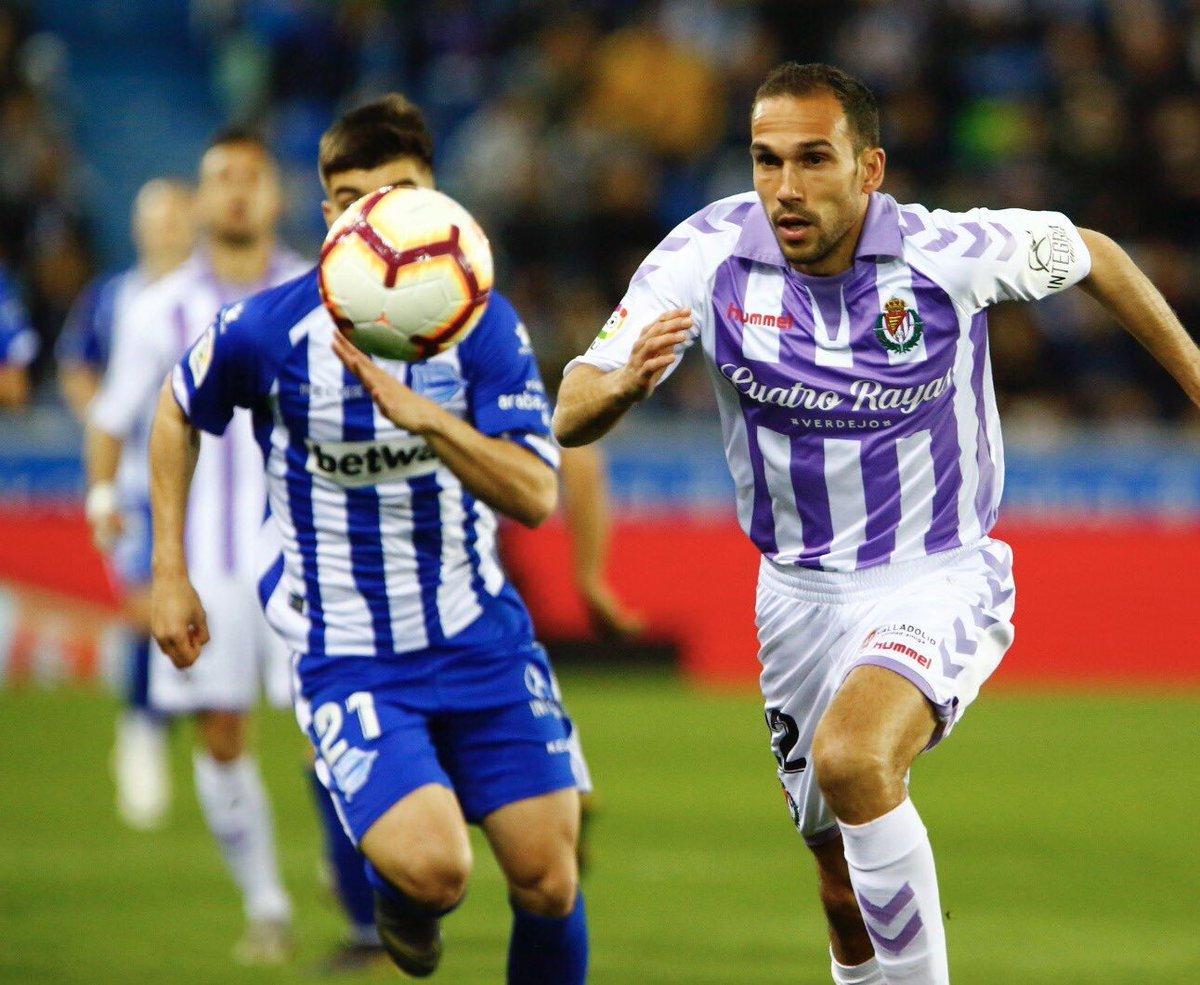 ⏱¡DESCANSO en Mendizorroza!  Por delante los babazorros con GOLES de Guidetti y Jony.  Alavés 2-1 Valladolid #LaLiga