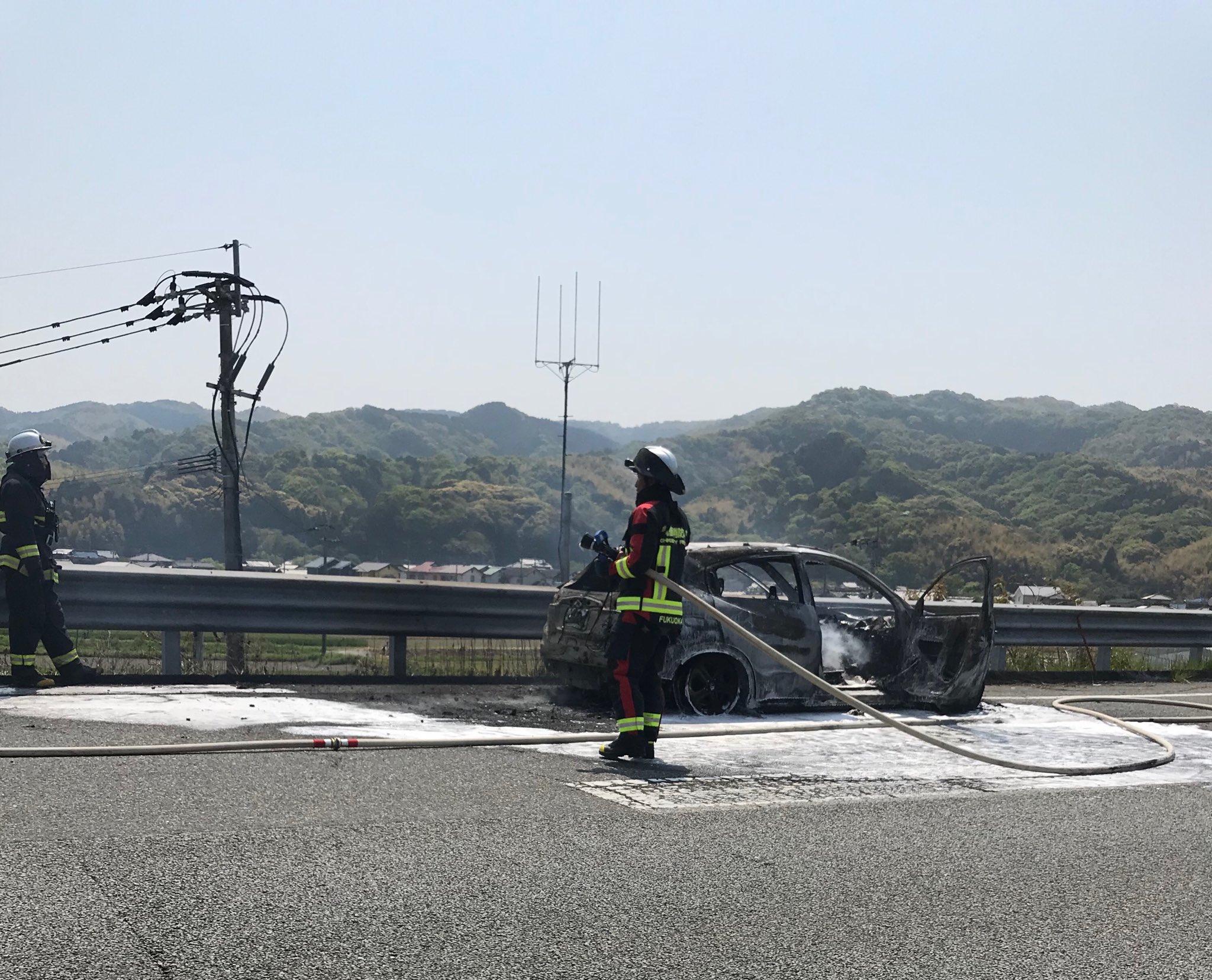 画像,本日、NHK熊本文化センターにてパーソナルカラーアナリスト初級講座開講。熊本へ向かう九州道にて渋滞に!原因は車両火災、運転手さんの無事を祈るばかり。講座には何と…