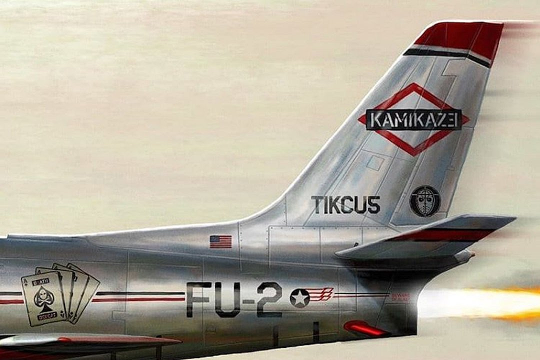 Eminem&#39;s #KAMIKAZE has now sold over 2.5 Million Copies Globally  19K Units Sold Last Week* (via Mediatraffic) <br>http://pic.twitter.com/H1aQ1iCCOh