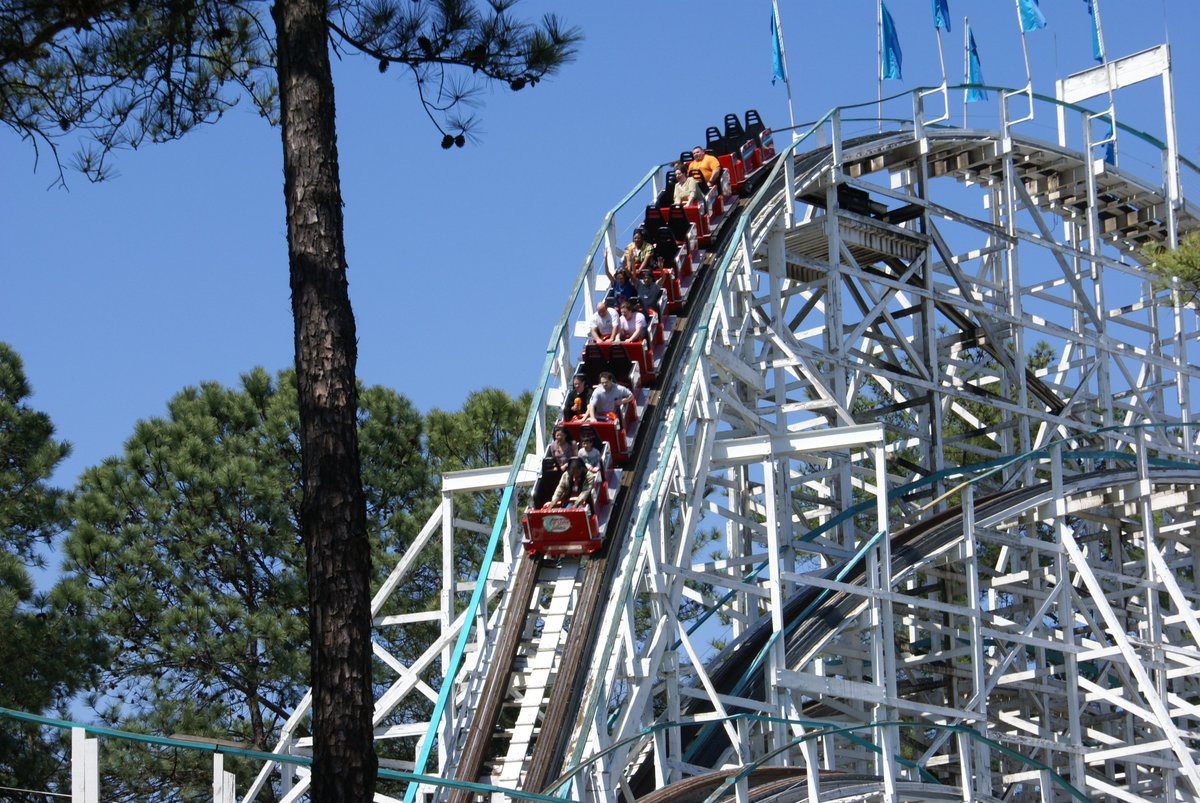 """As Spring season winds down, it's time to plan your 😎 trip to @SixFlags using """"GHSA"""" discount promo code.  https://bit.ly/2efoqqx"""