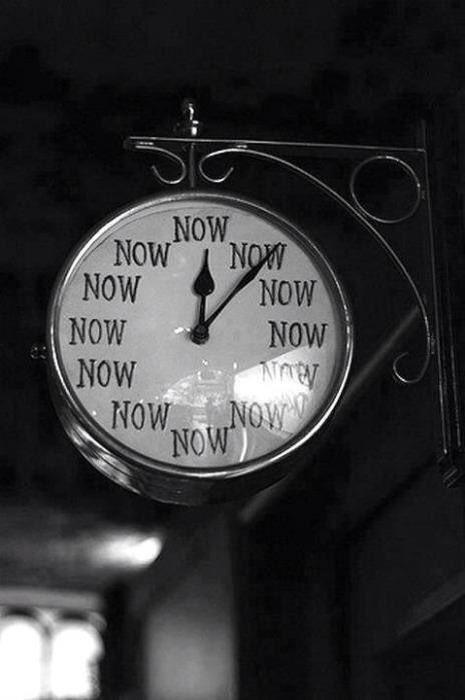 """Saat başı sorma bana, """"- Ne zaman?"""". Hep, sen zamanı, Hep, şimdiki zaman.  Belki geçmiş zaman, bir hatıra, sen zamanı... Yahut gelecek zaman, bir ümit, seninle..."""