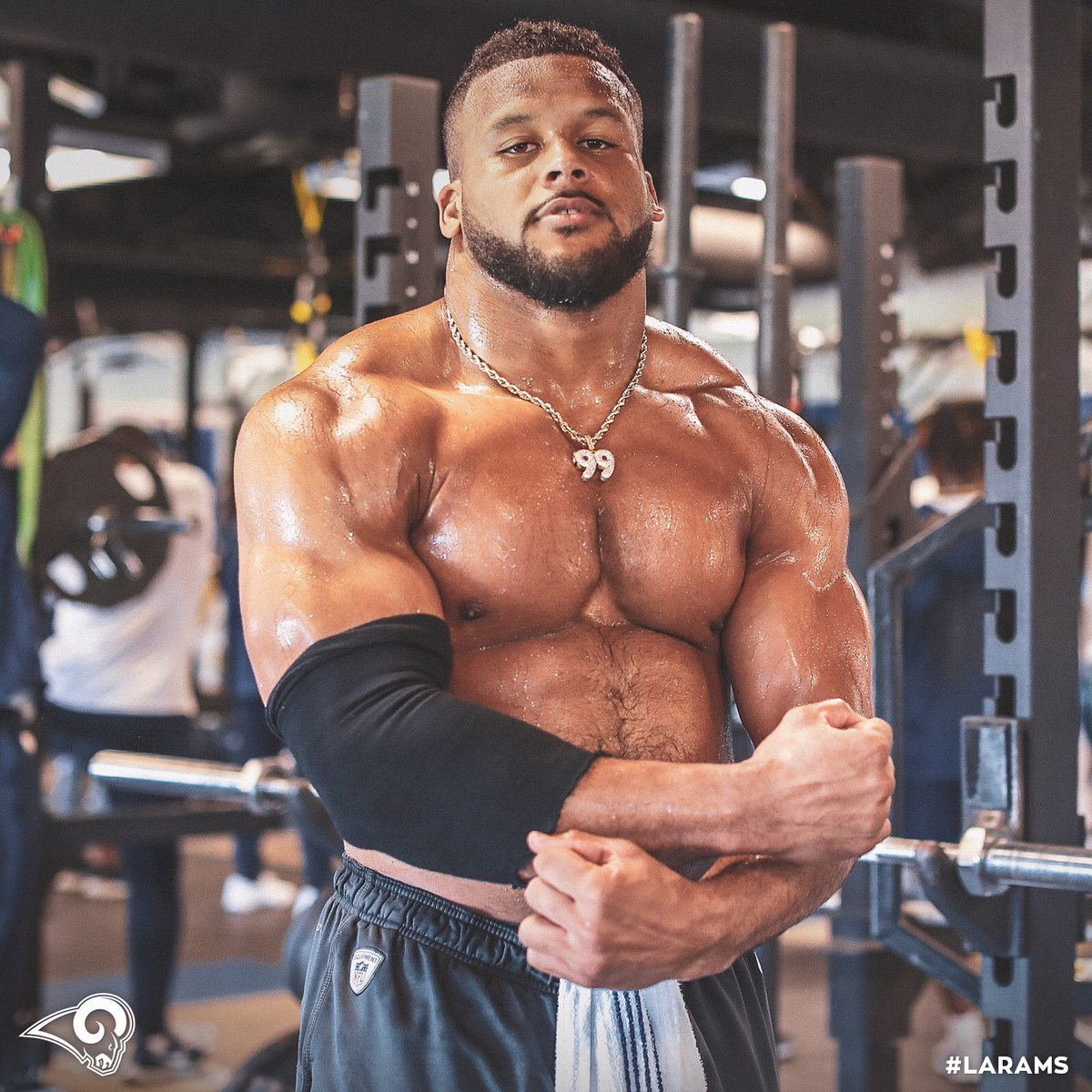 💪 @AaronDonald97 💪 #FlexFriday | #LARams
