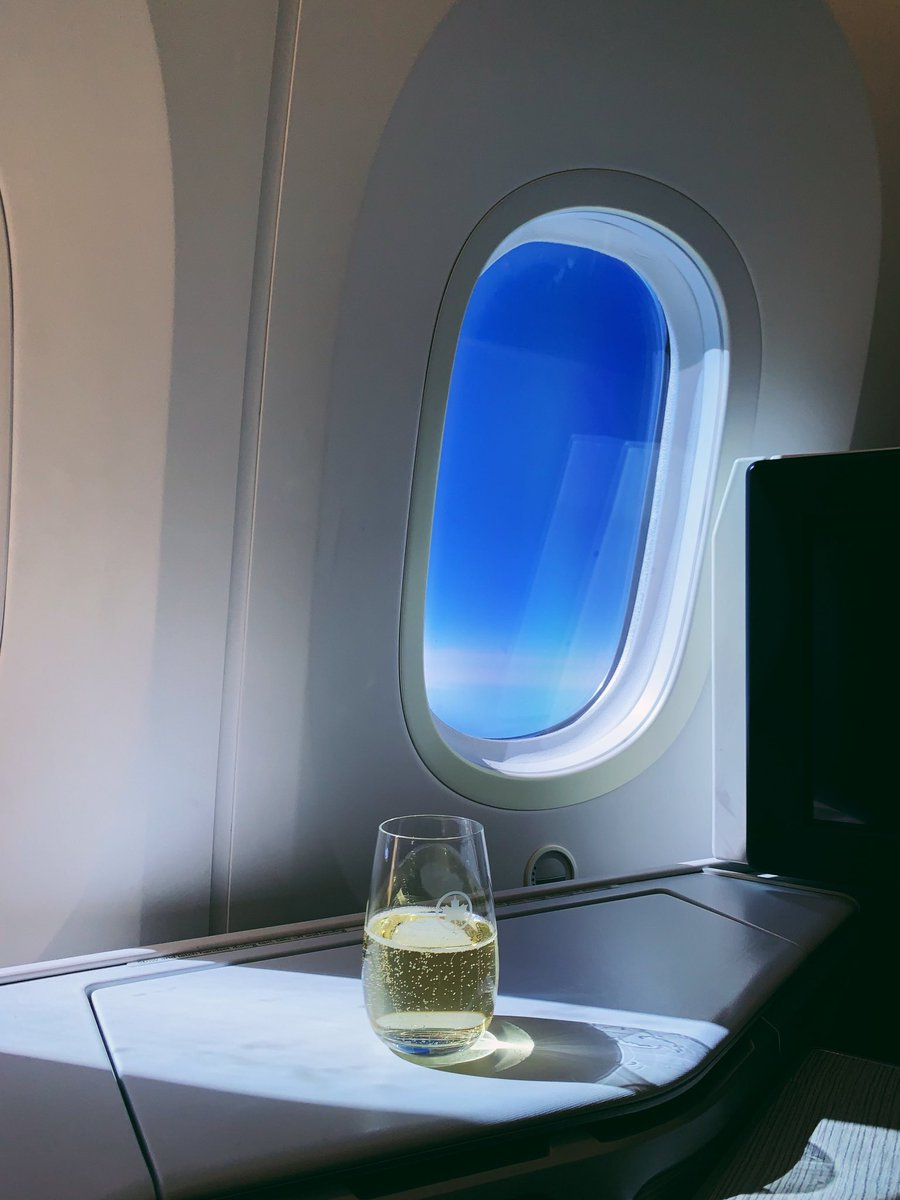 Cheers to the long weekend! Where are you headed? 📸 atllam (IG) . . Vivement le long week-end! Où irez-vous? 📷 atllam (IG)