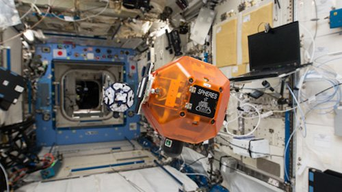 Astrobee builds on the success of SPHERES, our first-generation robotic assistant 🤖 that arrived at the space station in 2006.