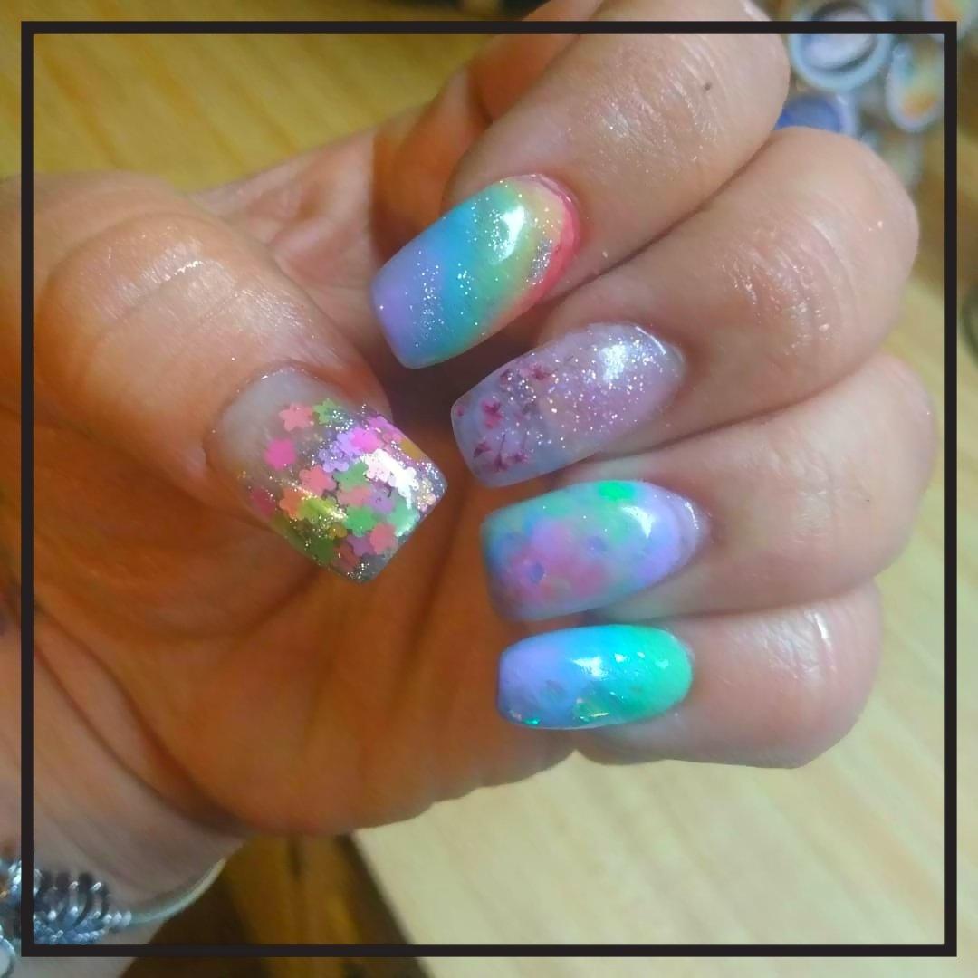 #Rainbownails and Summer Days! #acryliccolors #rainbow #marblenails #encapsulatedflowers #driedflower #glitter #passion #friendfest #friendchella #friendpalooza