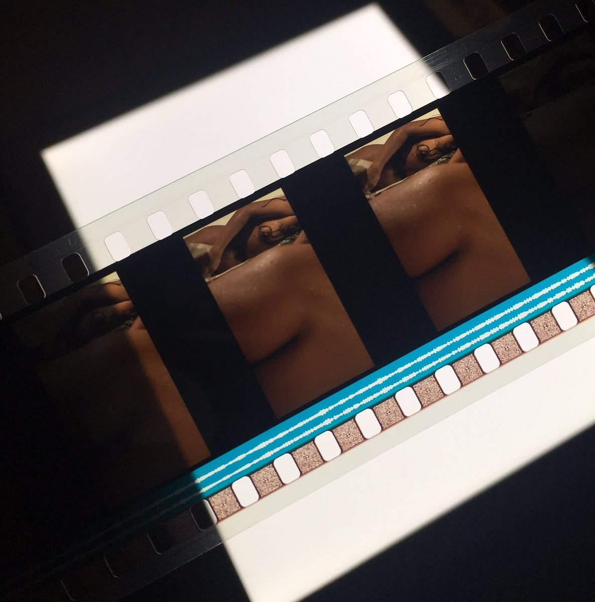 Get your butt in a seat! 16mm screenings on Saturday &amp; Wednesday @enjoythefilms, Agnes Varda's DAGUERREOTYPES on 16mm at Comfort Station, THE OTHER SIDE OF THE WIND [pictured] on 35mm at the Gene Siskel Film Center and more! Full list:  https://www. celluloidchicago.org / &nbsp;   <br>http://pic.twitter.com/Smnx8V1eps