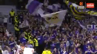 Going NUTS with 'Tadım'  Jeffery Taylor nails the trey and the @RMBaloncesto fans go wild 🙌