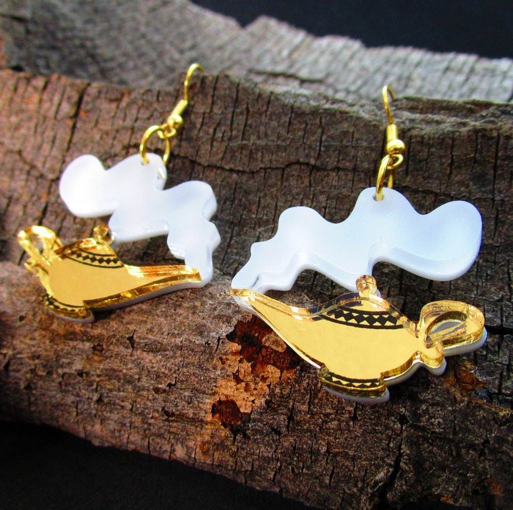 Got these up on the website! How perfect will these be to wear to the premier of #Aladdin!??!?!? Show you ain&#39;t no #streetrat no more.   https:// bit.ly/2ILcPwm  &nbsp;   #aladdinliveaction #aladdinmovie #genie #magiclamp #genieinabottle #disney #disneyjewelry #handmade #earrings<br>http://pic.twitter.com/CzcLieVkO7