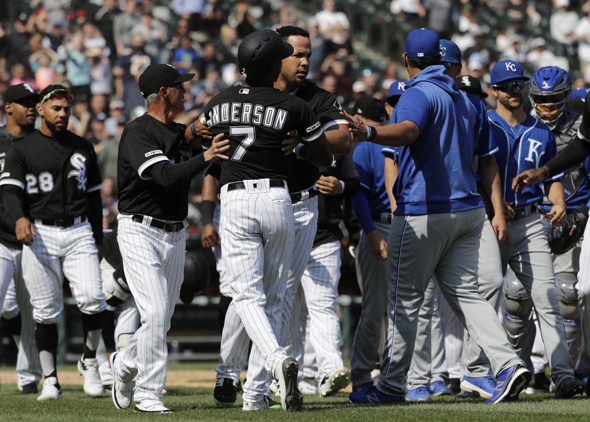 MLB honors Tim Anderson the way it honored Jackie Robinson: By telling him to shut up, writes @_beewilly https://trib.al/Okz4jCP