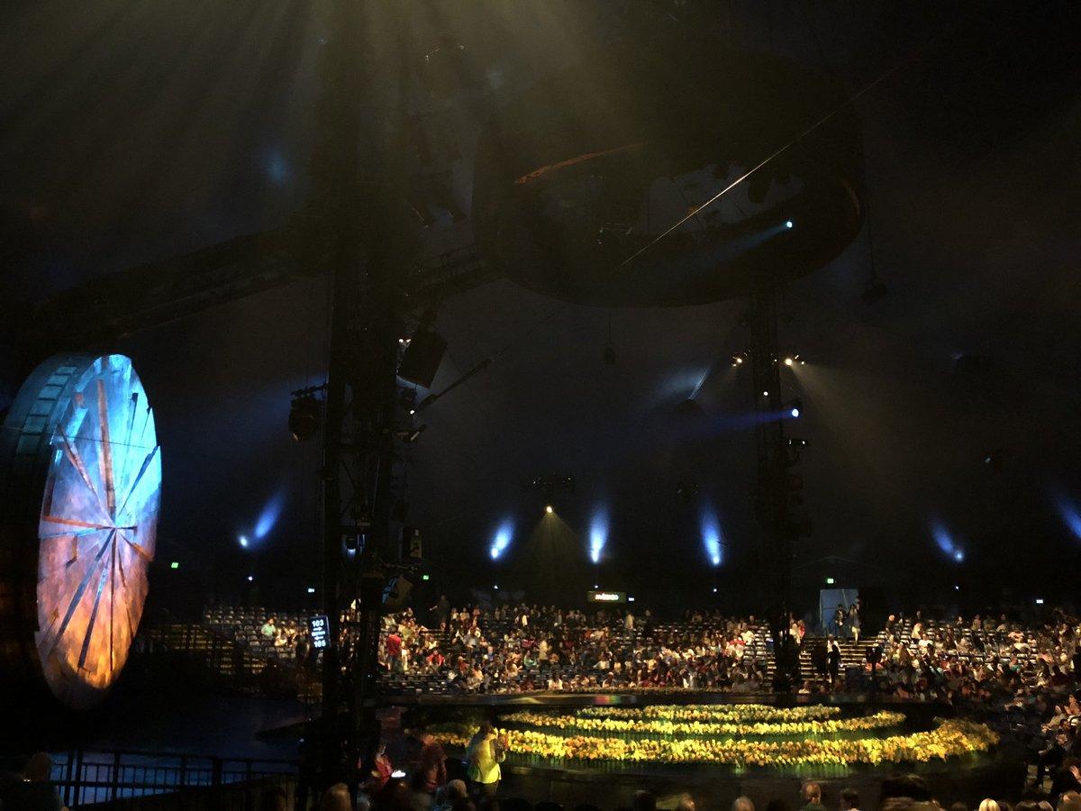 Half way through @Cirque Luzia - this is phenomenal!! #luzia https://t.co/0lako58OfA