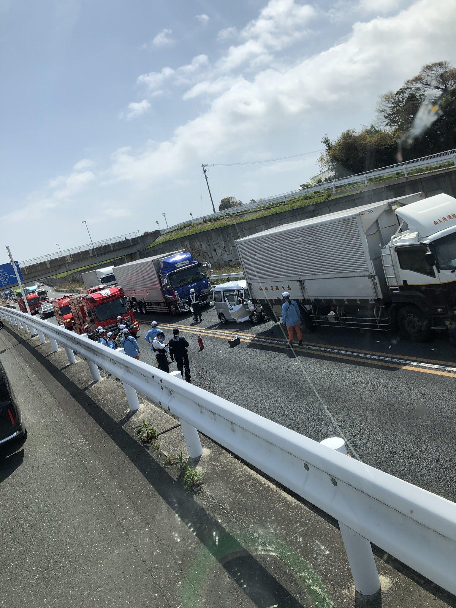 画像,まじでやばいやつやんこれ、、鳥肌立ったわ、、豊橋バイパス23号線事故渋滞 https://t.co/9XfItfo7FL…