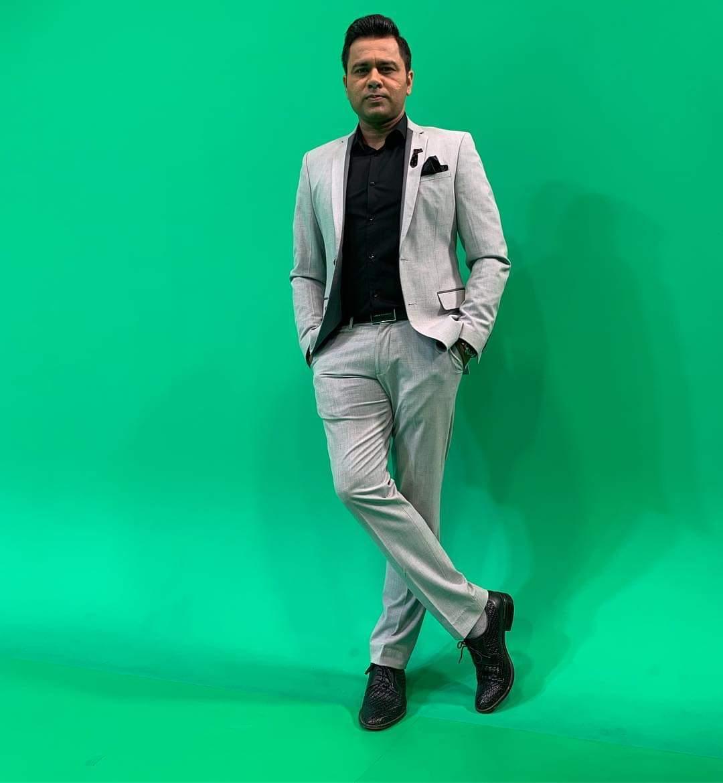 @cricketaakash जिस दिन मैं।अपना पहला फ़िल्म बनाऊंगा उस दिन मैं।आपको अपने  फ़िल्म में  पंडित जी का क़िरदार दूंगा।  मुझसे फिश मत लीजिये गा।फ़िल्म जब हिट हो जाएगी तो 20% आपको दूंगा।☺️😊👍👌 #gazab #bawal #fantastic #nice looking