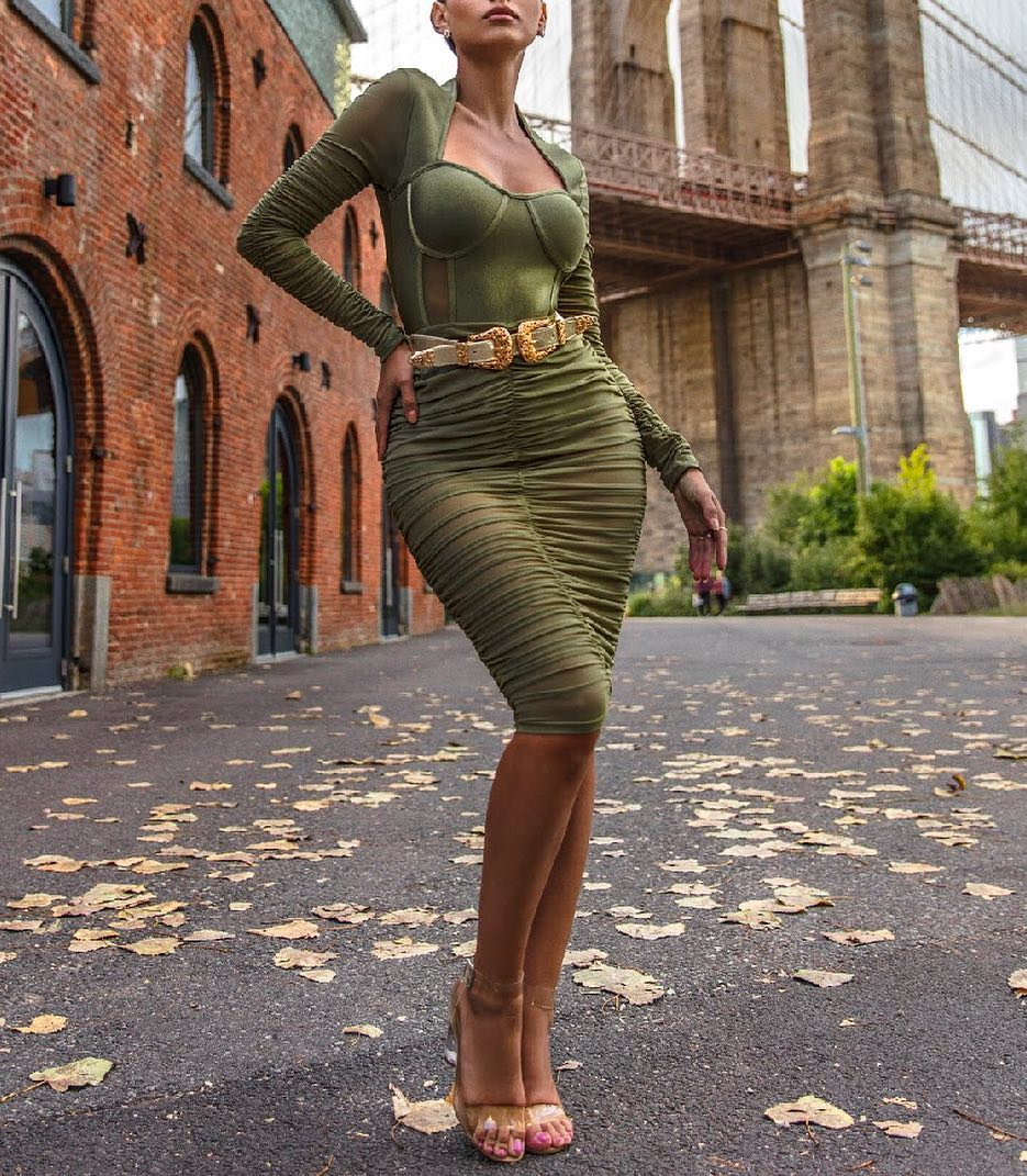 SAMANTHA 💚 Dress Order now for the holiday season! Available only at http://www.misscircle.com   #fashioninspo #bodycon sexy #greendress #green nyc #brooklyn nyc #brooklynbridge newyorkcity #photography #influencermarketing #love #trend photooftheday #makeup