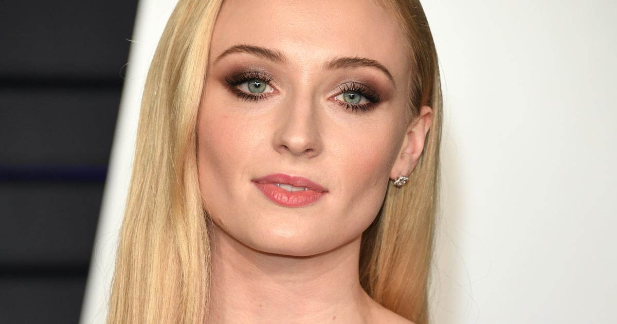 Sophie Turner's Blue Eyeliner Is Definitive Proof That Winter.... #lipstick #beauty_style https://t.co/W3fhxC5mSW https://t.co/upZ5fOiGpR