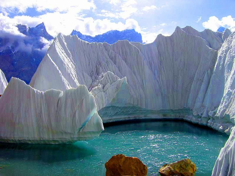 #Biafo glacier is the word's longest glacial system outside the polar region. This highway of ice connects two ancient mountain kingdoms, Nagar, in the west with Baltistan in the east. The area is also known for Himalayan brown bears and snow leopards. #VisitMyPakistan https://t.co/Ap3sqIWJpw