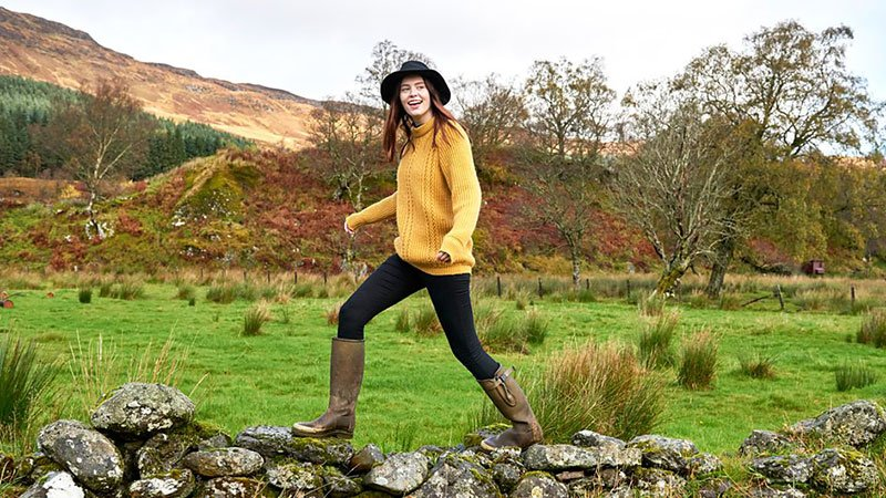 Endurance athlete and blogger @challengesophie explains why heading to the hills for a weekend walk is a brilliant way to unwind. 👉 http://bbc.in/2ULLFwv