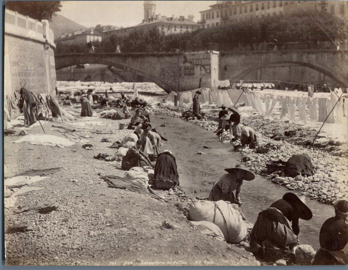 MT @Xaviar2a  #1jour1defi20190420  Jour de lessive fin XIXe siècle à Nice, sur les bords du Paillon … #bugadiere #lavandiere #Nice #Nice06 @unjourundefi