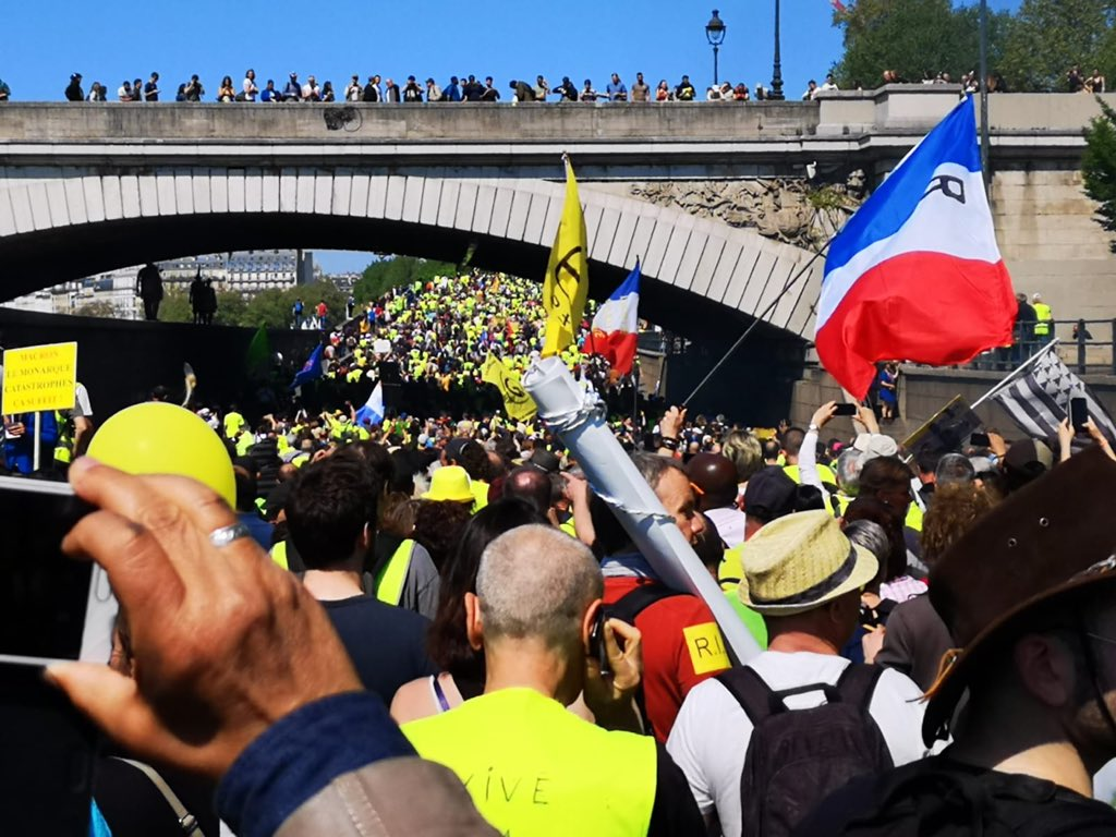 Enormous demonstrations by #GiletsJaunes in #paris today. So far peaceful.