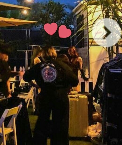 RT @jichucckim: Lisa taking photos of her muse. Are we ready for Coachella Jisoo part 2? https://t.co/EeRonzGhEc
