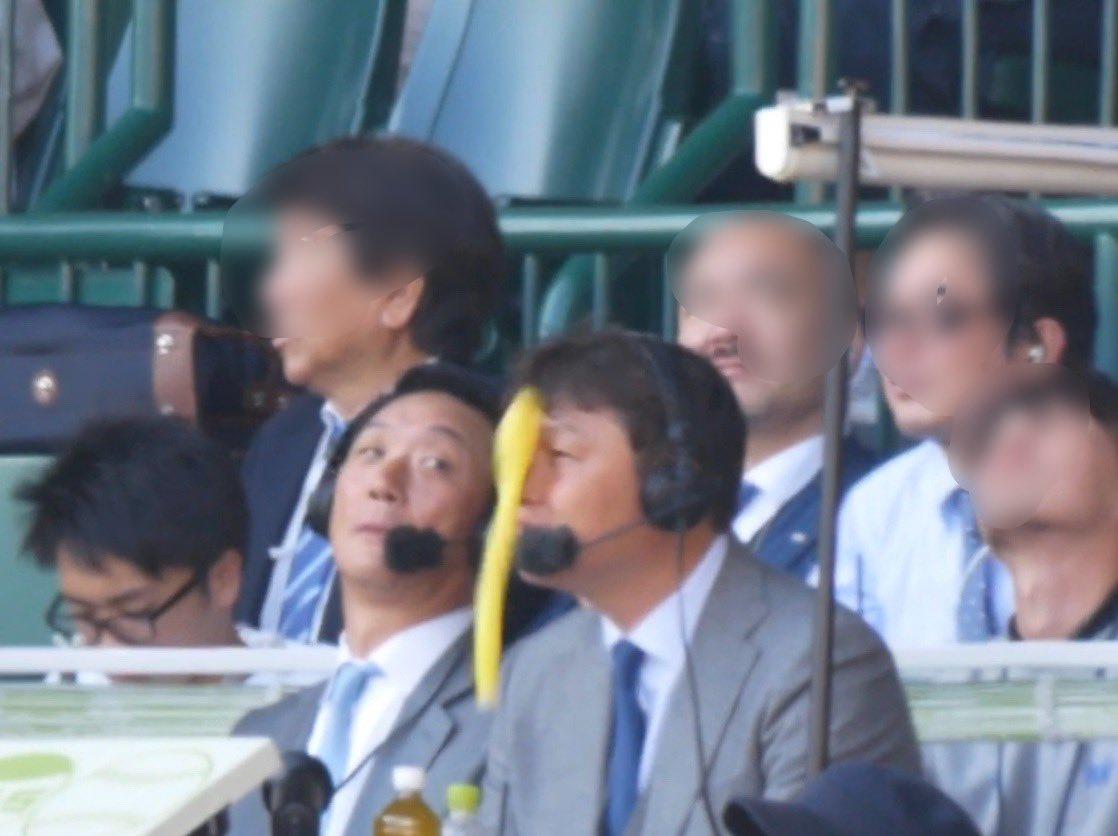 新井さんの顔面に風船が直撃する画像