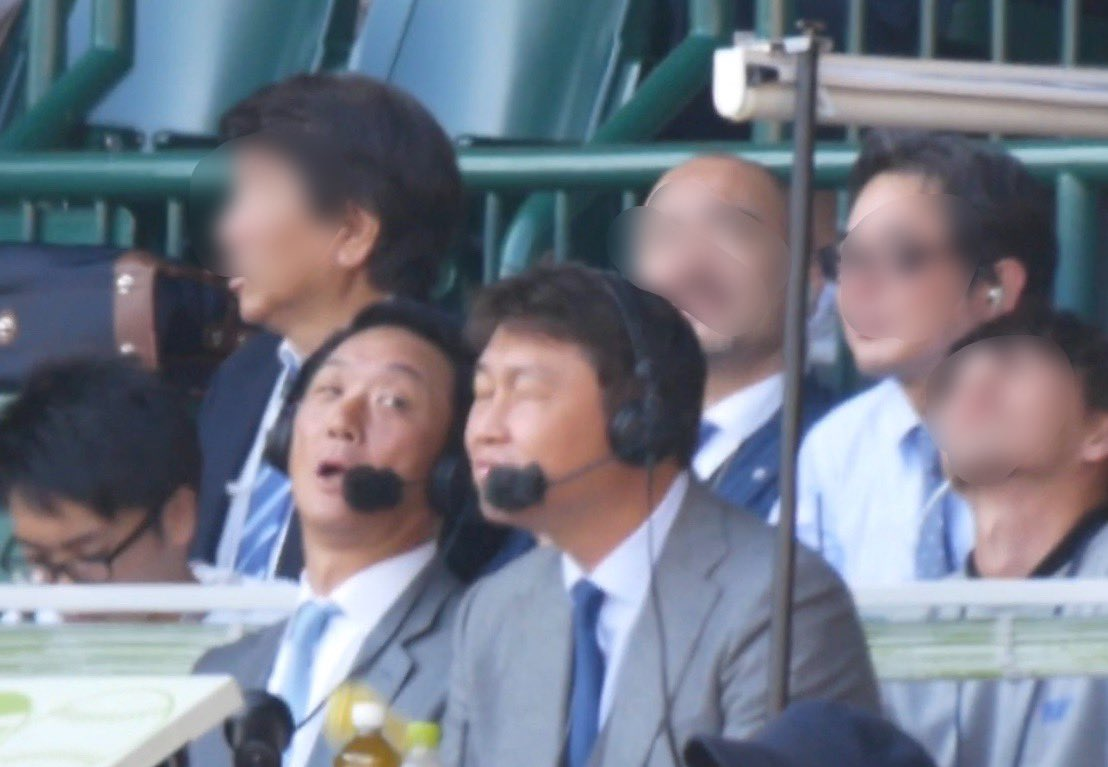 新井貴浩さんの顔にジェット風船が直撃した直後の画像