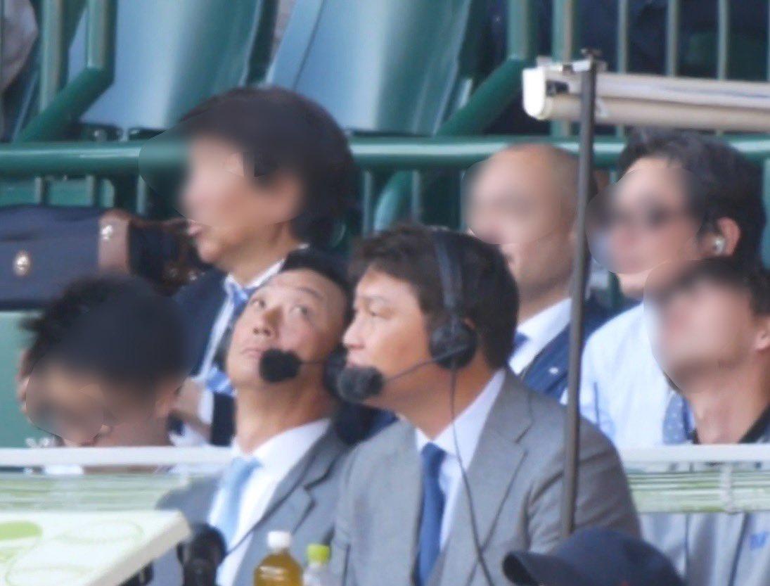 新井貴浩さんと金本知憲さんが解説してい画像