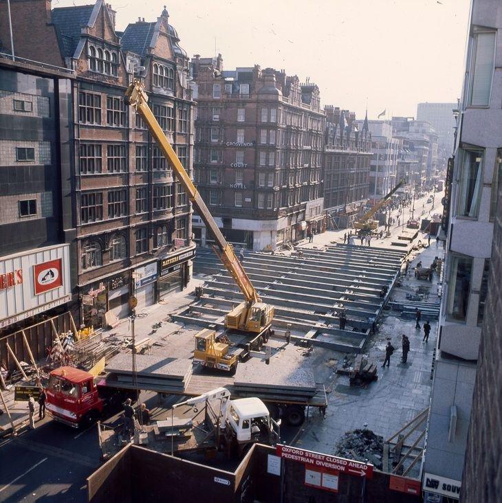 D4lfpwcWAAAKjic - Jubilee Line 40th Anniversary