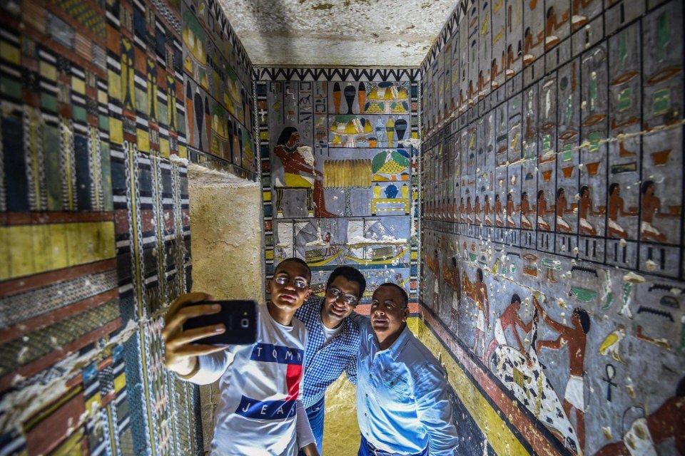 RT @hanajiboo2010: エジプトで発見された鮮やか壁画がプラモ屋さんの通路に見えてしかたがない。 https://t.co/TpBvFNKX2p