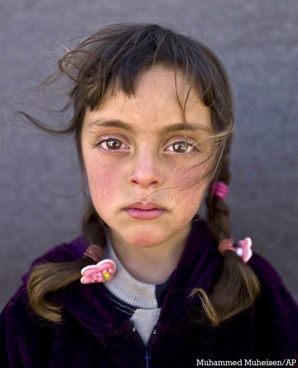 2. El abismo es asomarse a las miradas de los niños y niñas refugiados. Que dejaron de ser niños hace la hostia de tiempo @Muheisen81