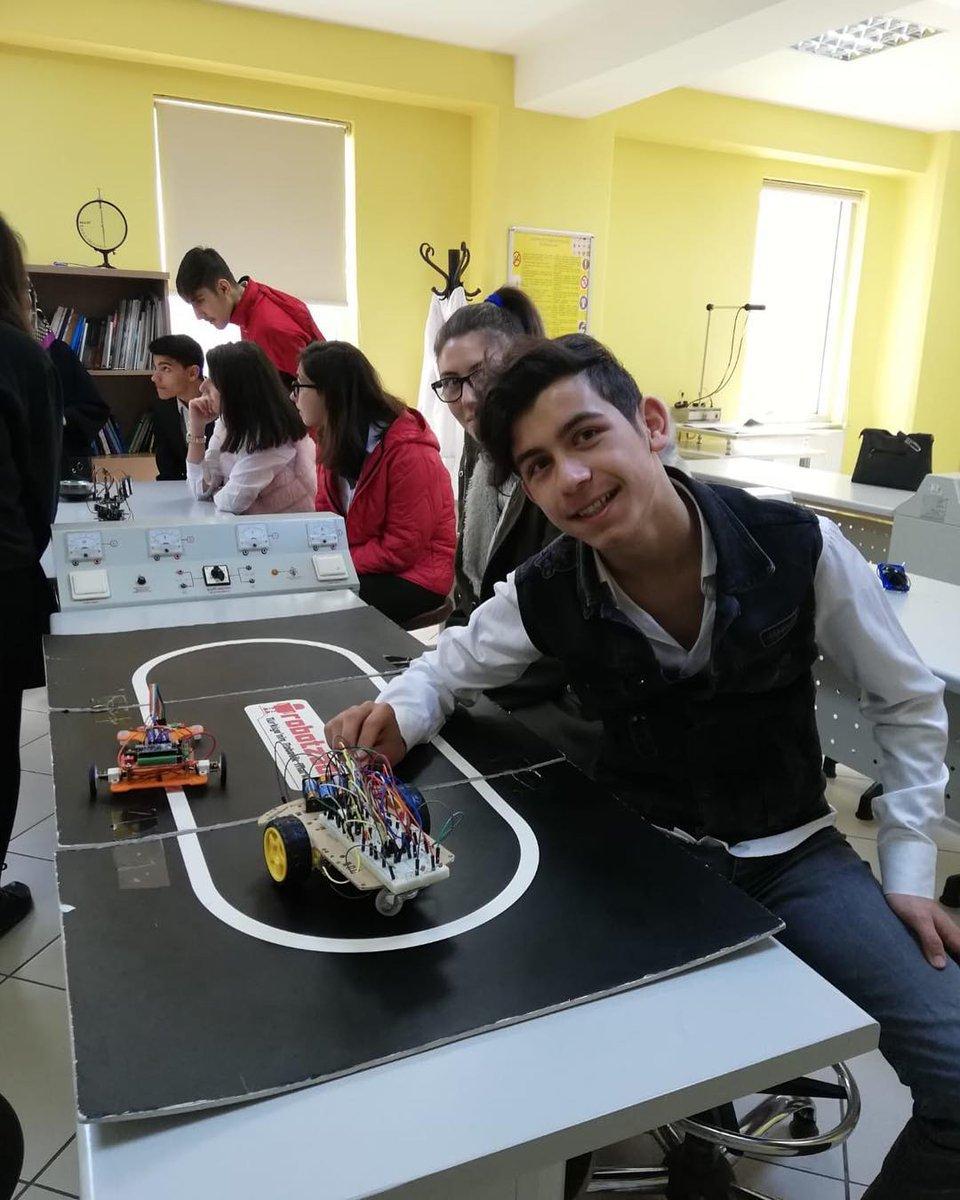 Bilim adamları yetiştirmeye katkıda bulunmak amacıyla kurulan Bayrampaşa Bilim Merkezi'ni ziyaret eden öğrencilerimiz laboratuvar ve atölyelerde keyifli çalışmalarda bulundular. @bp_bilimmerkezi @bpasabelediyesi @MemBayrampasa @Istanbul_ILMEM
