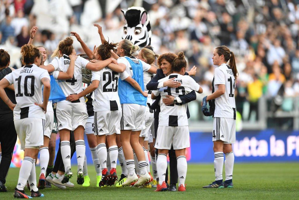 Oggi si conclude il Campionato di @SerieA femminile! 💪🏻🇮🇹  Tre squadre ancora in corsa per lo scudetto: @JuventusFCWomen @ACF_Womens e @acmilan - in 2 punti 🌟🌟🌟  In bocca al lupo a tutte! #DareToShine