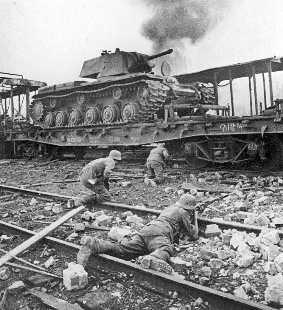Немецкая пехота и советский танк