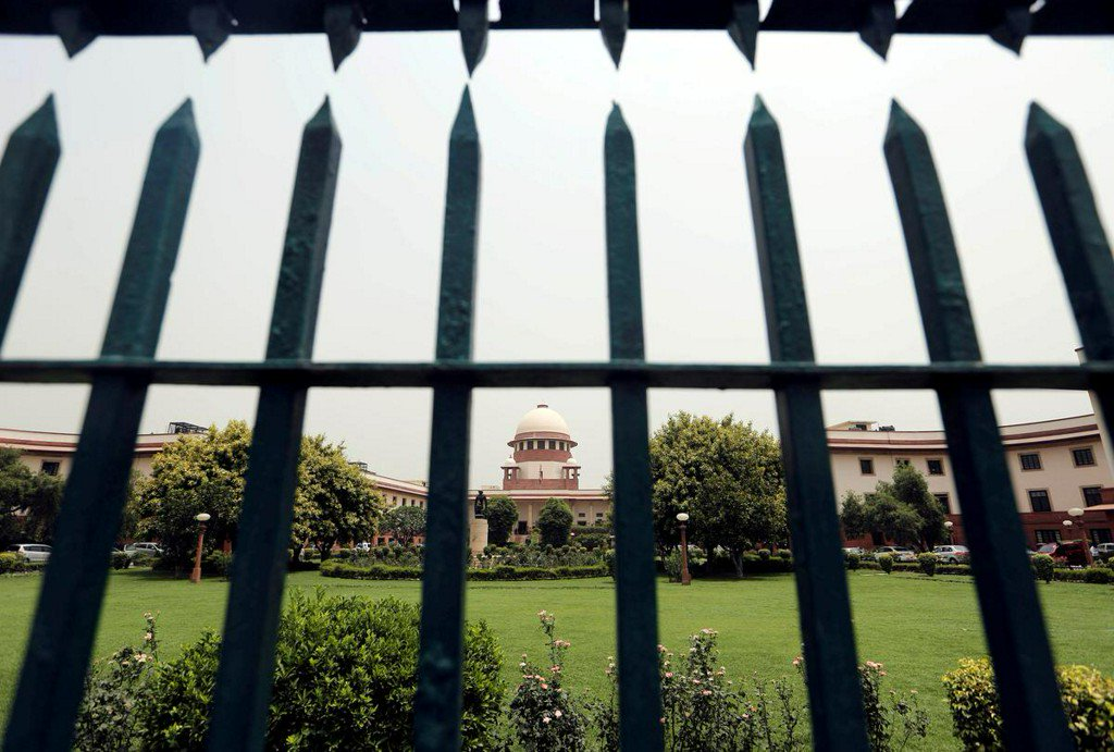 India's Supreme Court chief justice denies sexually harassing assistant https://reut.rs/2IIHrhW