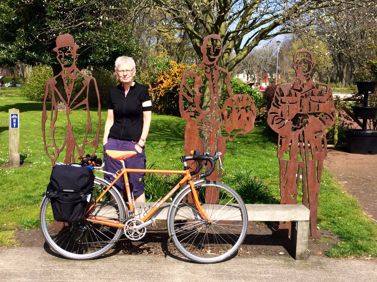 Hanging out with Stan Laurel (and a couple of other good men) on NCN1 in Blyth - cracking wkd for cycling the east coast #lowcarbonEaster