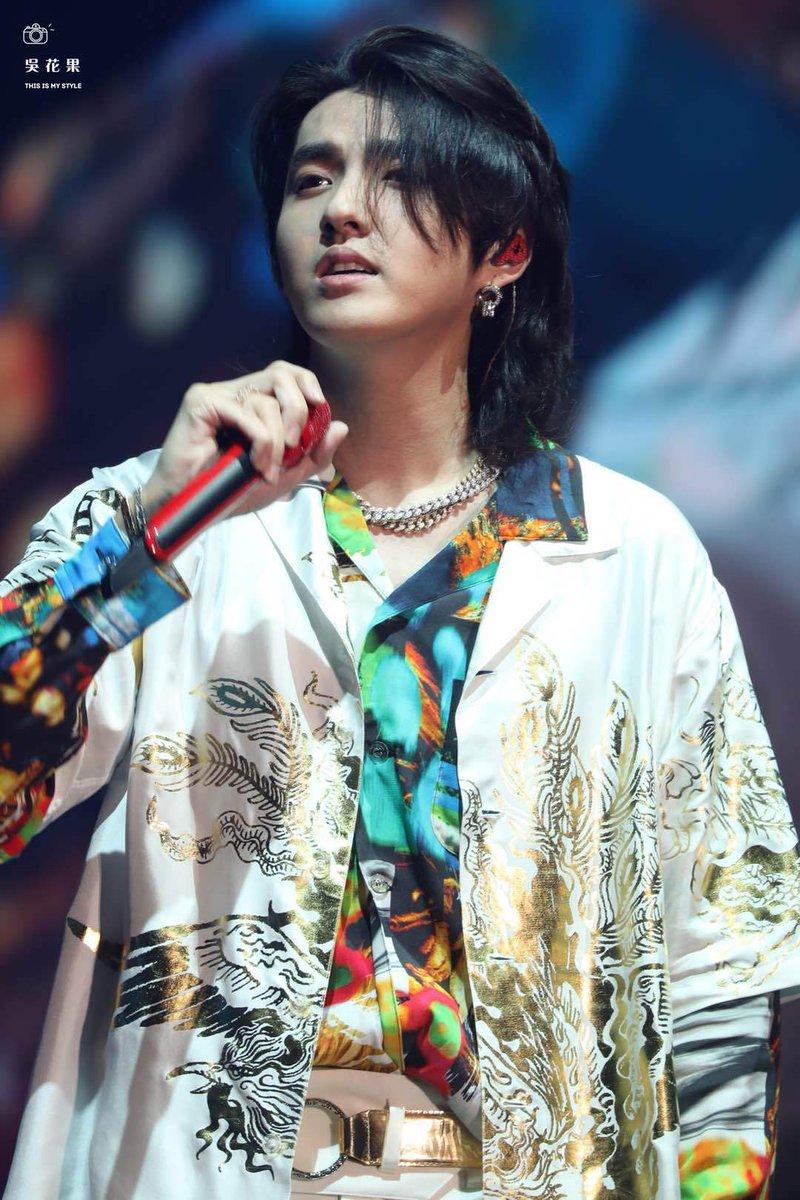 Choáng ngợp vì thời trang cực chất của Ngô Diệc Phàm trong đêm concert đầu tiên ảnh 4
