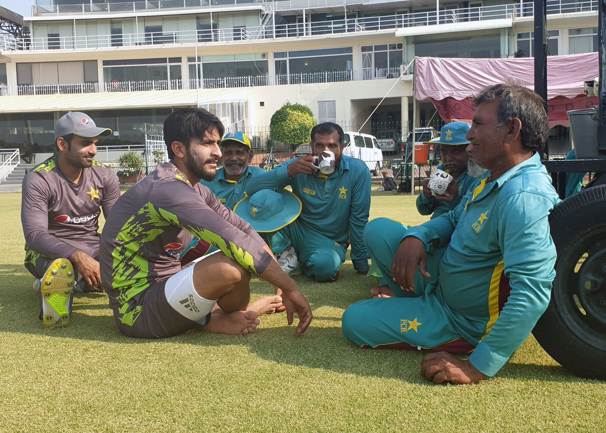 Fast bowler @RealHa55an and batsman @AasifAli2018 appreciating the efforts of Gaddafi Stadium groundstaff by having a cup of tea with them ☕️.  #WeHaveWeWill