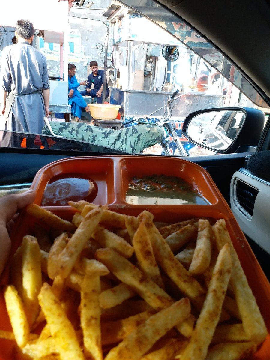 thela fries - priceless  #thela #bubkabab #streetfood #street #food #traditional #visit #foodies #love #roads #Karachi #Pakistan #priceless #fries #chips  #MuntazirHaider